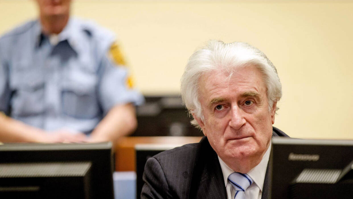 epa05228963 Bosnian Serb wartime leader Radovan Karadzic (R) sits in the courtroom for the reading of his verdict at the International Criminal Tribunal for Former Yugoslavia (ICTY) in The Hague, The Netherlands.The former Bosnian-Serbs leader is indicted for genocide, crimes against humanity, and war crimes. Karadzic is considered the main responsible for the Srebrenica massacre. EPA/ROBIN VAN LONKHUIJSEN Dostawca: PAP/EPA. PAP/EPA © 2016 / ROBIN VAN LONKHUIJSEN