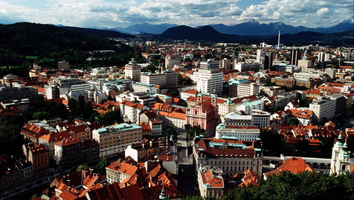 epa00161778 Picture dated 28 September 2002 showing a general view of the Slovenian Capital Ljubljana . EPA/ANTONIO BAT Archiwum PAP/EPA © 2016 / ANTONIO BAT