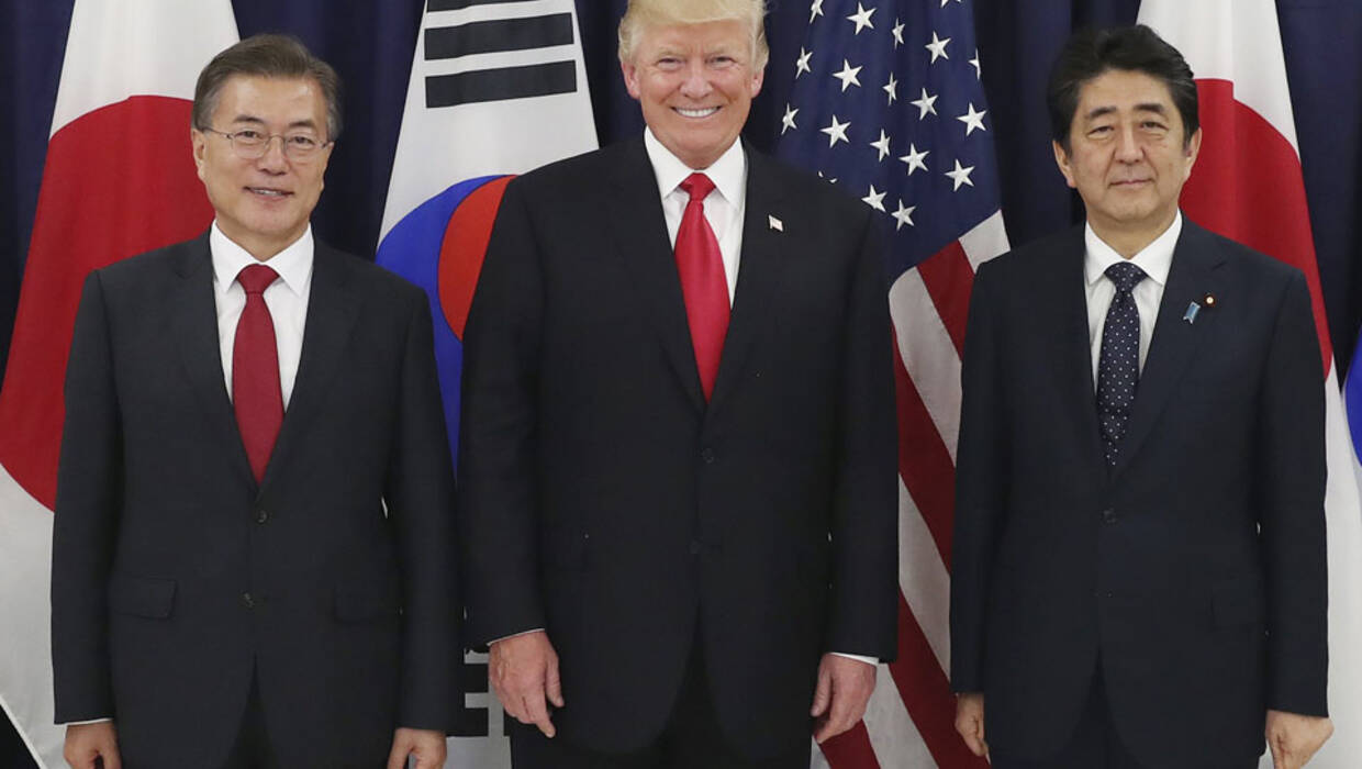 epa06071606 South Korean President Moon Jae-in (L), US President Donald J. Trump and Japanese Prime Minister Shinzo Abe pose for the camera before a three-way meeting at the US consulate in Hamburg, Germany, 06 July 2017, a day ahead of the G20 Summit. The leaders agreed to get tougher on North Korea's nuclear and missile programs. The G20 Summit (or G-20 or Group of Twenty) is an international forum for governments from 20 major economies. The summit is taking place in Hamburg from 07 to 08 July 2017.  Archiwum PAP/EPA/YONHAP SOUTH KOREA OUT