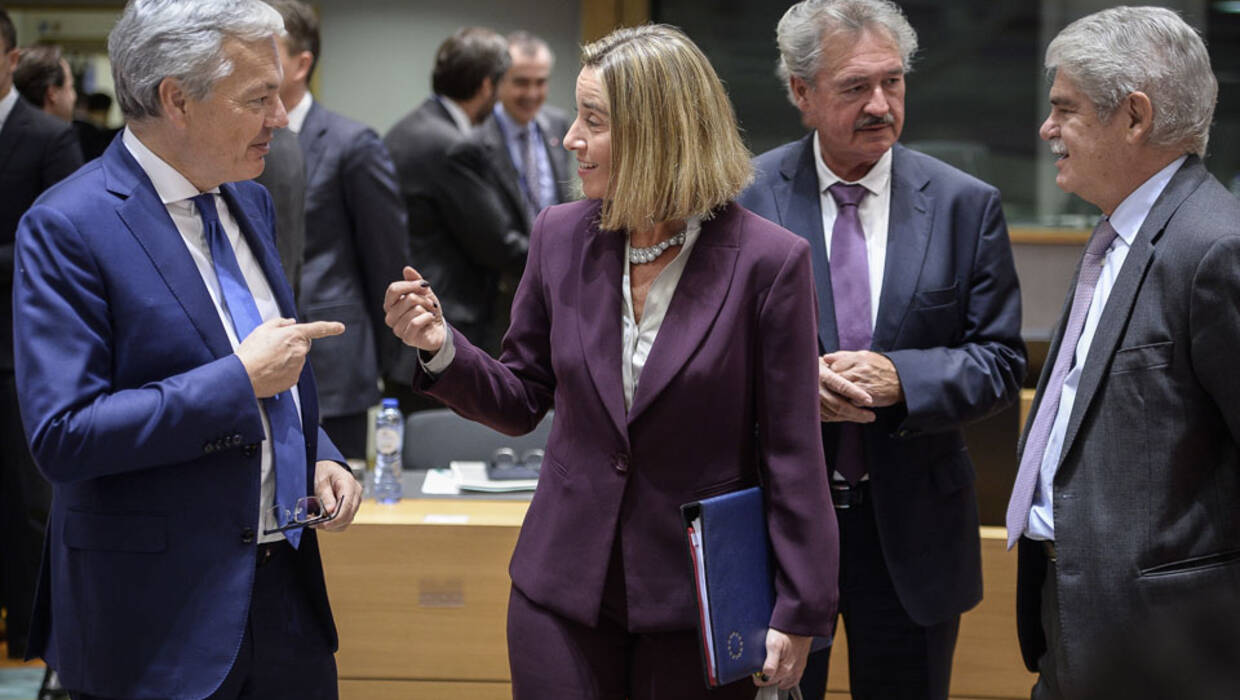 (L-R) Foreign Relations Minister of Belgium, Didier Reynders and Federica Mogherini , EU High representative for foreign policy , Luxemburgian Foreign Minister Jean Asselborn and Spanish Foreign Affairs Minister Alfonso Dastis prior to the FAC the EU Foreign Ministers Council in Brussels, Belgium on 13.11.2017 (wd/dw)  PAP/Wiktor Dąbkowski