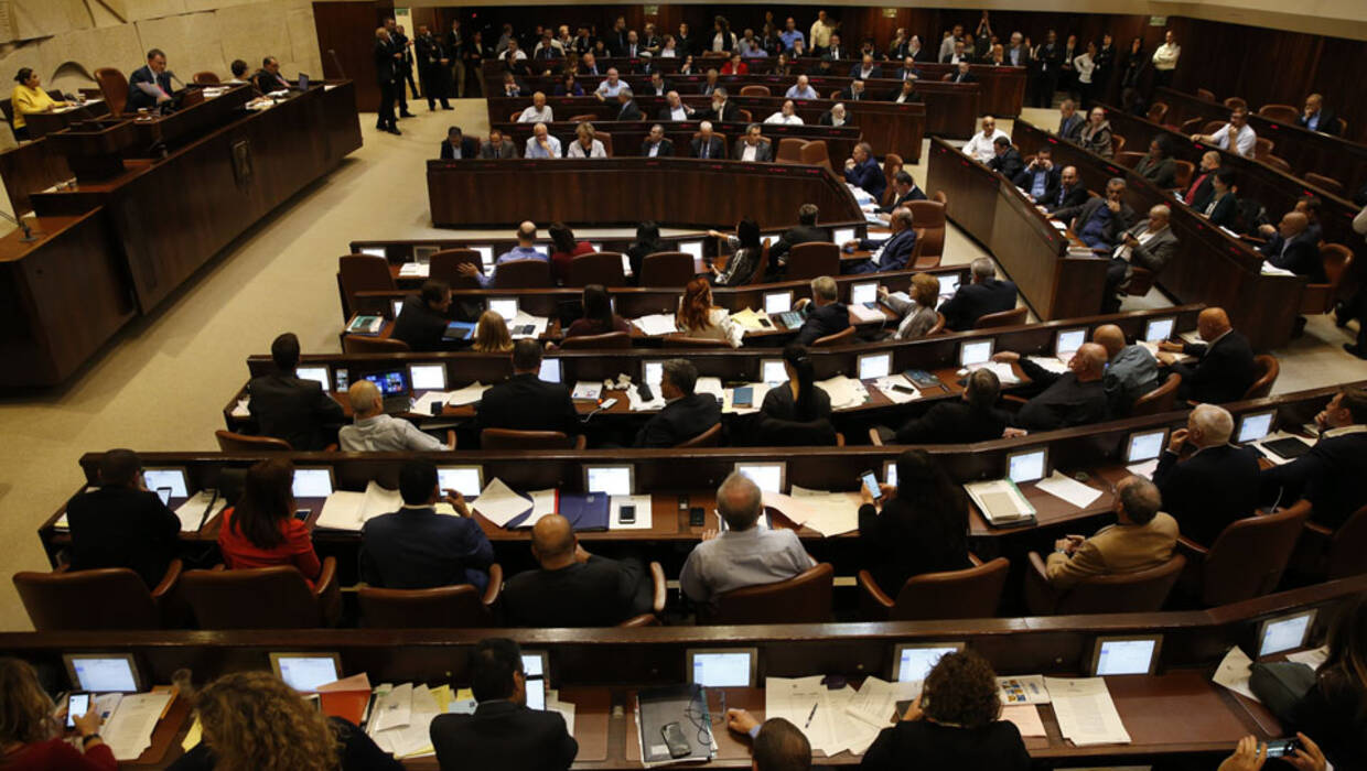 Israeli Knesset Members vote on the controversial 'Police Recommendations Law' at the Knesset, the Israeli parliament, in Jerusalem, Israel, 27 December 2017. the controversial 'Police Recommendations Law' intended to prevent the police from publishing its recommendations regarding suspicions against a public servant.  Fot. PAP/EPA/ABIR SULTAN