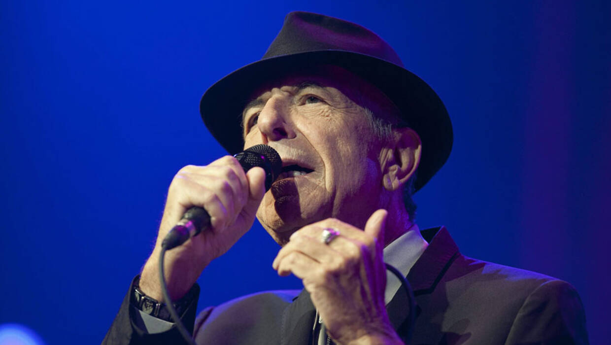 epa03775595 US singer Leonard Cohen performs during a concert at the Stravinski Auditorium on the opening night of the 47th annual Montreux Jazz Festival, in Montreux, Switzerland, 04 July 2013. The music festival runs from 05 to 20 July.  EPA/SANDRO CAMPARDO  Dostawca: PAP/EPA. PAP/EPA © 2015 / SANDRO CAMPARDO