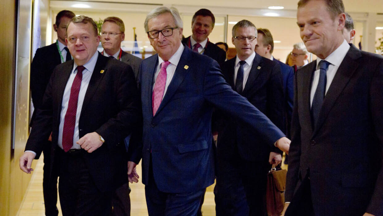 epa05676254 Danish Prime Minister Lars Lokke Rasmussen (L) walks with European Commission President Jean-Claude Juncker (C) and European Council President Donald Tusk (R) prior to a meeting regarding Europol, at EU headquarters in Brussels, Belgium, 15 December 2016.  EPA/VIRGINIA MAYO / POOL POOL  Dostawca: PAP/EPA. PAP/EPA © 2016 / VIRGINIA MAYO / POOL