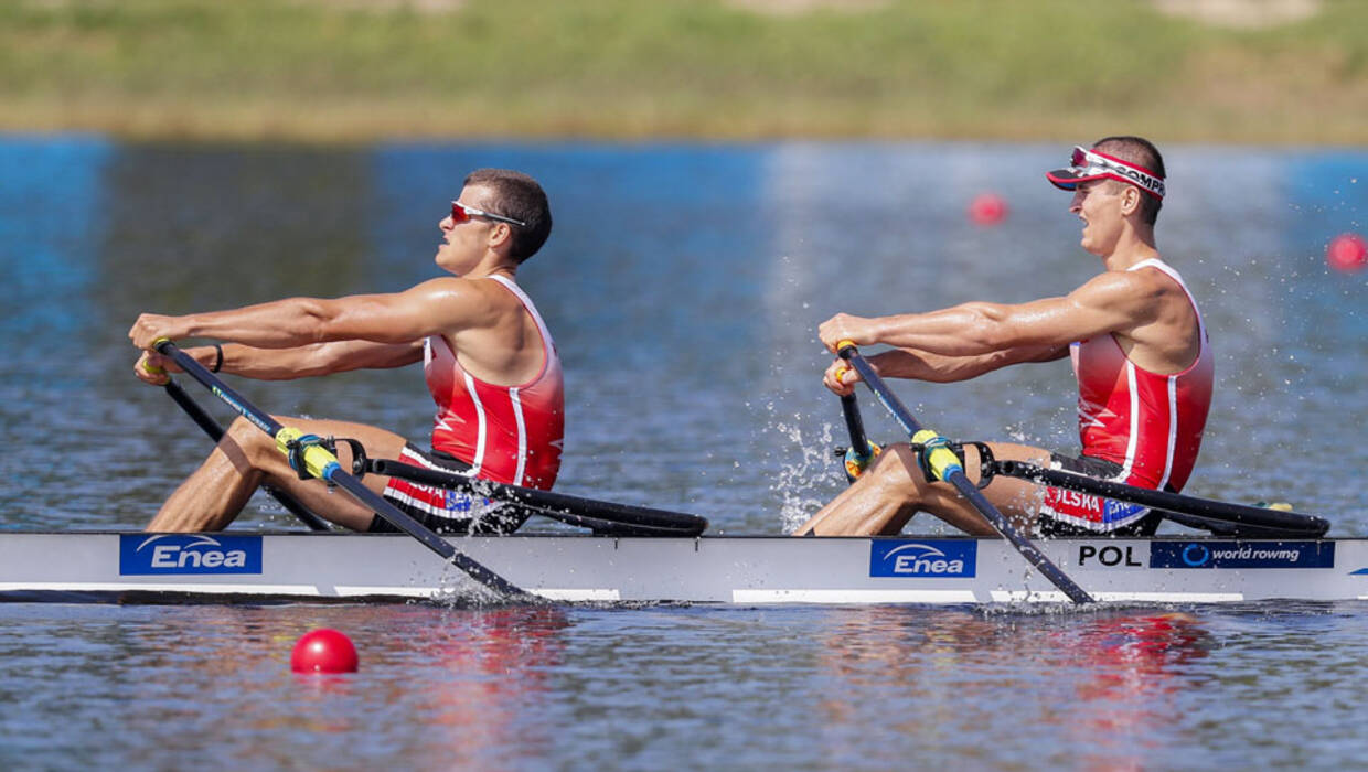 epa06227040 The Men's Double Sculls team of Mateusz Biskup (L) and Miroslaw Zietarski (R) of Poland compete in a heat during the 2017 World Rowing Championships at Nathan Benderson Park in Sarasota, Florida, USA, 25 September 2017. The regatta continues through 01 October.  EPA/ERIK S. LESSER  Dostawca: PAP/EPA. PAP/EPA © 2017 / ERIK S. LESSER