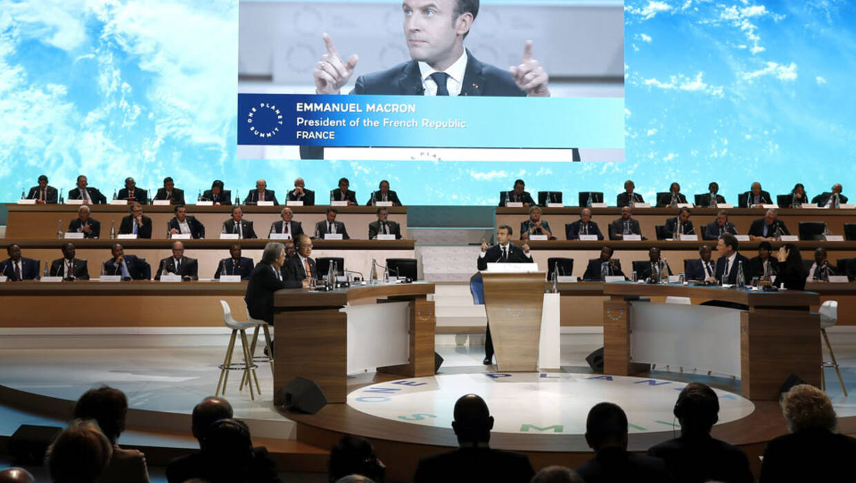 epa06385260 French President Emmanuel Macron attends the Plenary Session of the One Planet Summit at the Seine Musicale event site on the Ile Seguin near Paris, France, 12 December 2017. The One Planet Summit starts on 12 December 2017, two years to the day after the historic Paris Agreement was concluded.  EPA/ETIENNE LAURENT / POOL MAXPPP OUT  Dostawca: PAP/EPA. PAP/EPA © 2017 / ETIENNE LAURENT / POOL
