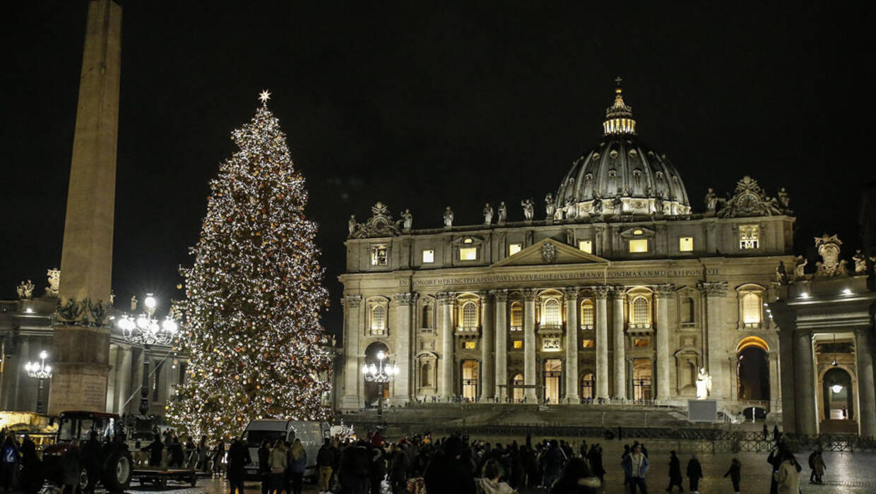 An illuminated Christmas tree that was donated by the Polish city of Elk, stands at Saint Peter's Square, Vatican City, Rome, 07 December 2017. Fot. PAP/EPA/FABIO FRUSTACI