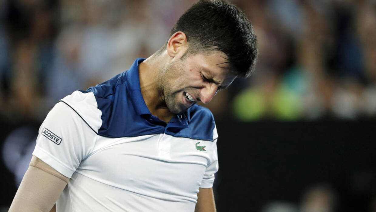 epa06464401 Novak Djokovic of Serbia reacts during his fourth round match against Chung Hyeon of South Korea at the Australian Open Grand Slam tennis tournament in Melbourne, Australia, 22 January 2018.  EPA/MAST IRHAM  Dostawca: PAP/EPA. PAP/EPA © 2018 / MAST IRHAM