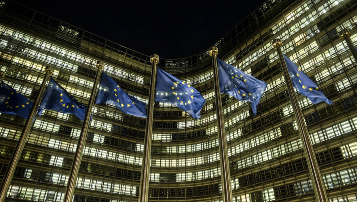 EU flags wave in the night in front of European Commission headquarters in Brussels, Belgium on 08.01.2018 PAP © 2018 / Wiktor Dąbkowski