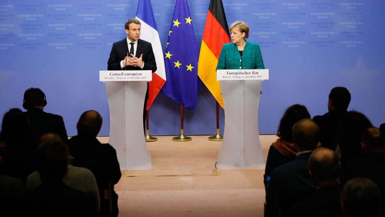 epa06391412 French President Emmanuel Macron (L) and German Federal Chancellor Angela Merkel (R) hold a joint news conference at the end of the European Council meeting in Brussels, Belgium, 15 December 2017. EU leaders gather to discuss the most compelling matters in terms of migration, defense foreign affairs, education, culture, social issues and 'Brexit' negotiations  PAP/EPA/JULIEN WARNAND